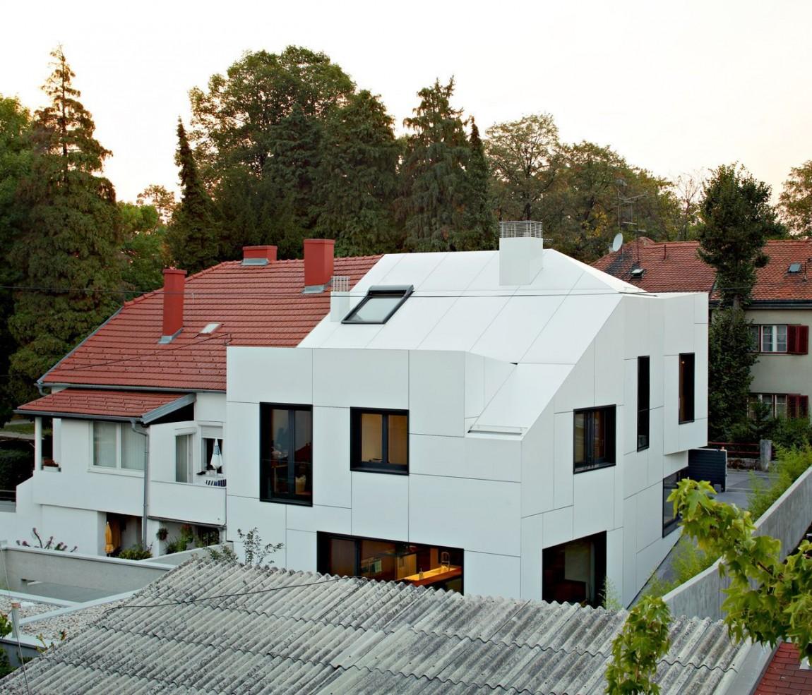 petite maison mais avec une architecture assez moderne