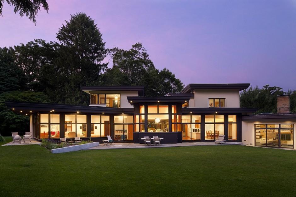 Une maison ancienne transformée en une maison moderne et lumineuse ...
