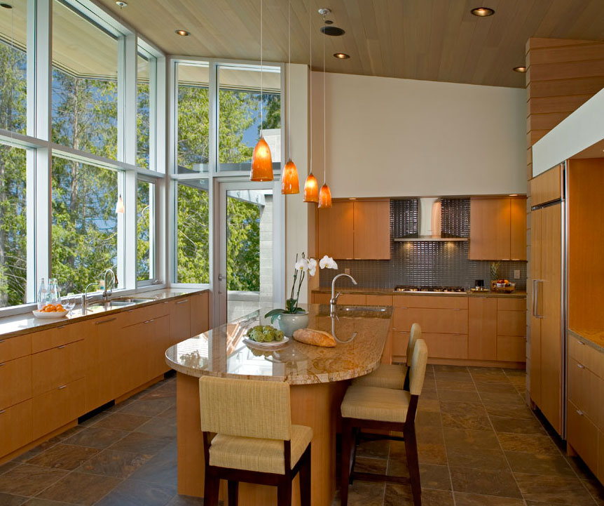 une charmante maison en plein milieu d une petite for t. Black Bedroom Furniture Sets. Home Design Ideas